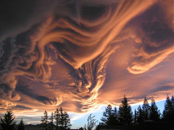 Облака асператус над местечком Ханмер Спрингс (Hanmer Springs), Кантербери.