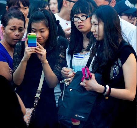 Китаянки на фестивале китайских фонариков в Окленде