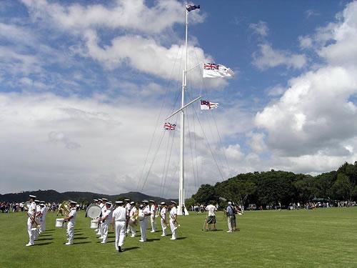 Церемония поднятия флагов в День Вайтанги