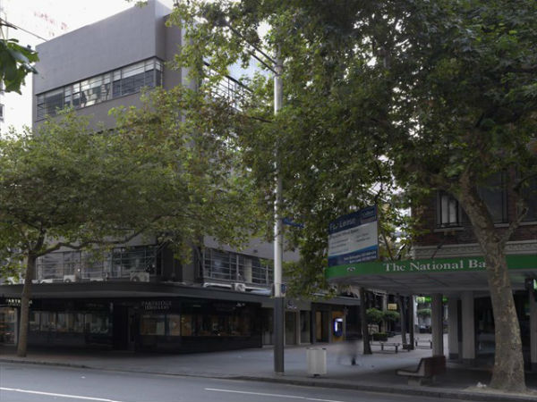 Вход на Vulcan Lane со стороны Queen Street, 2011 год