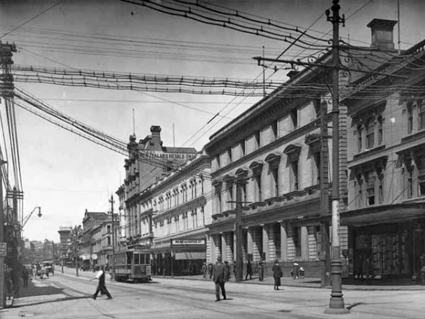 Западная сторона Queen Street выше Swanson Street, 1919 год