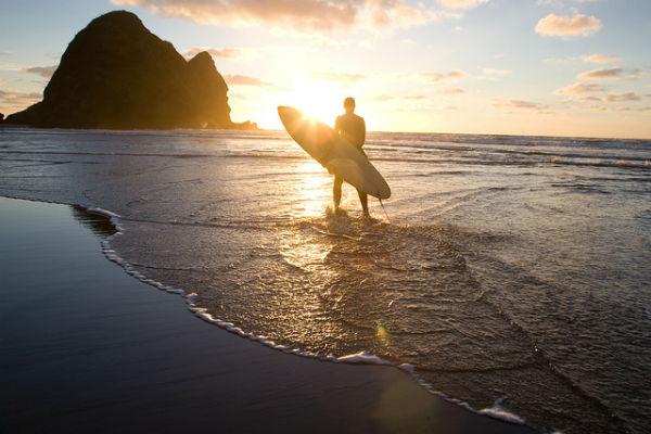 Пляж Пиха (Piha Beach) - излюбленное место сёрферов Новой Зеландии